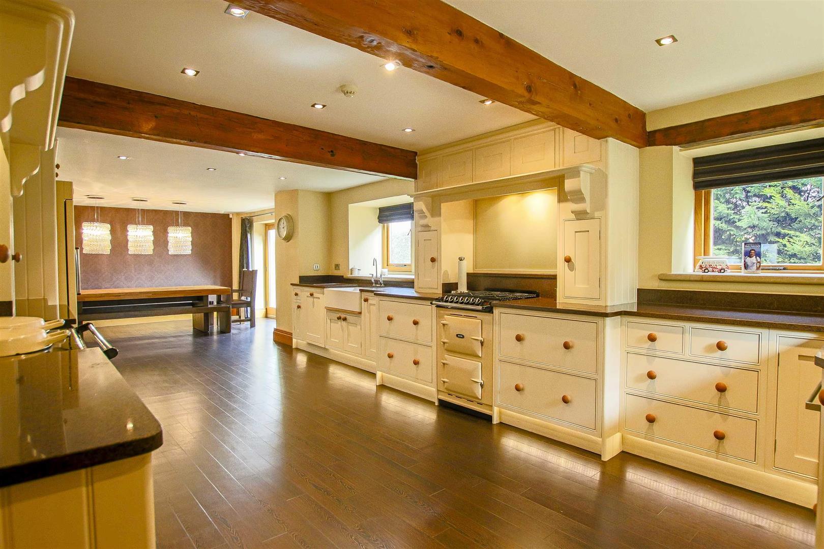 5 Bedroom Cottage For Sale - Image 11